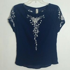 Floreat Embroidered Boho Top 4